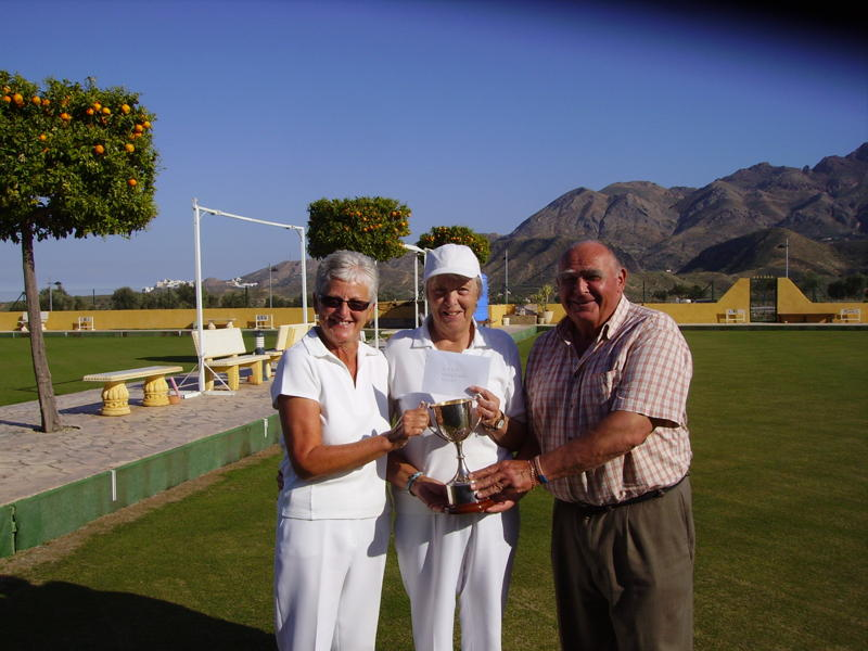 calb-ladies-pairs-finals-winners-2011-janice-brewster-and-judy-abel-with-chairman-dave-jenkins.jpg